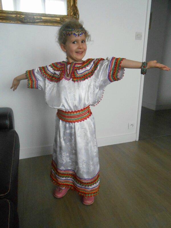 kermesse-tenue-déguisement-pays-monde-folklorique-traditionnelle-enfant-enfants-fête-Kabyle-Kabylie-Algérie