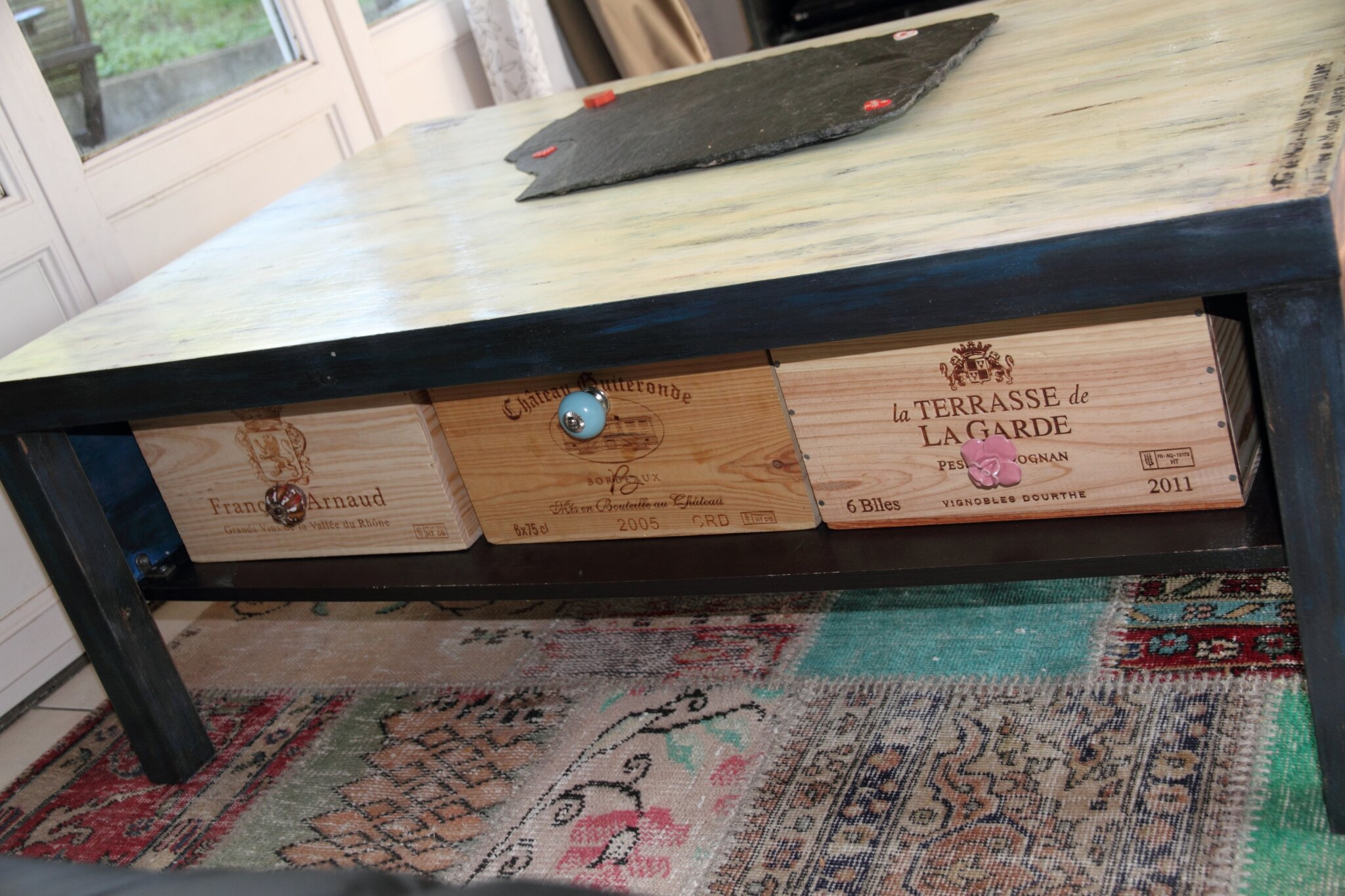 Customiser une table basse laque for Customiser une table en bois