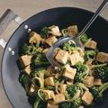 Tofu sauté au brocoli et au sésame