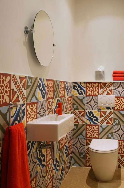 carrelage-mural-toilettes-idees-de-decoration