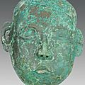 Masque humain de forme ovoïde. en bronze. dynastie des liao (907 - 1125).