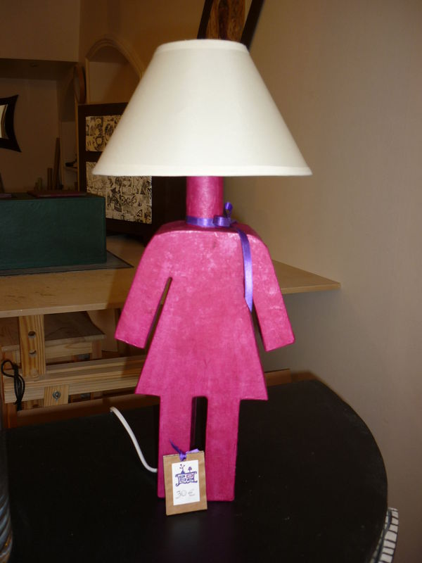 Lampe en carton by fanny for Lampe de chevet fillette