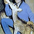 MJ-Bottle-Feeding-Deer-In-His-Socks-michael-jackson-10638199-450-836