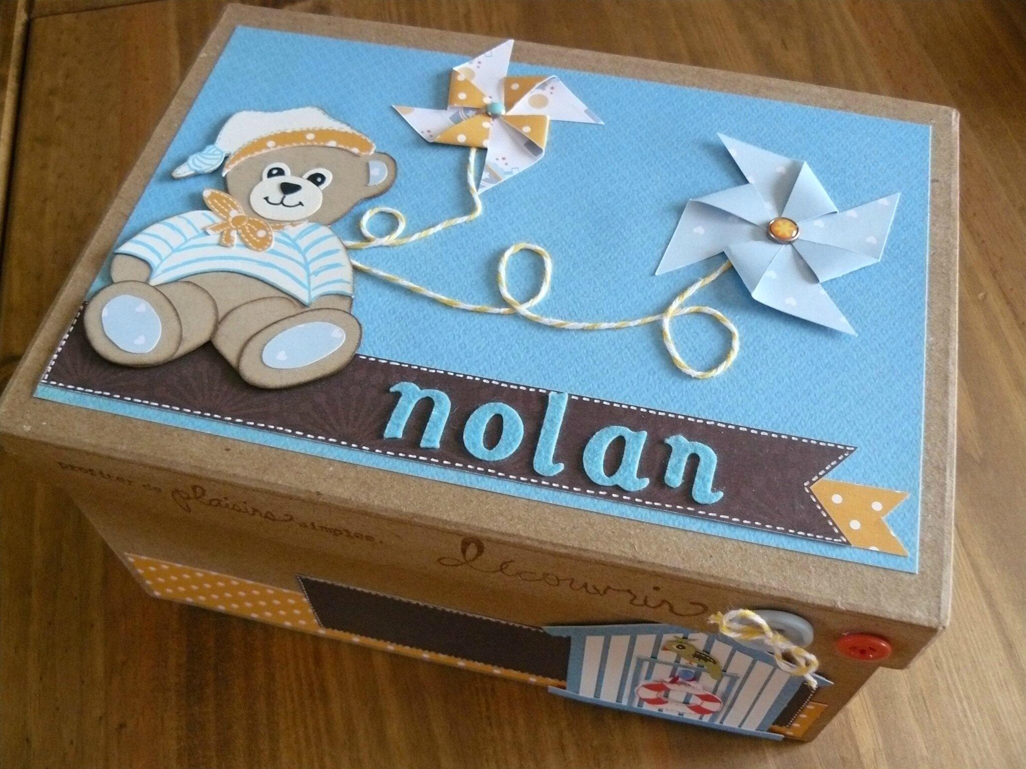 boite cadeau pour une naissance la boite bidules des tournesols. Black Bedroom Furniture Sets. Home Design Ideas