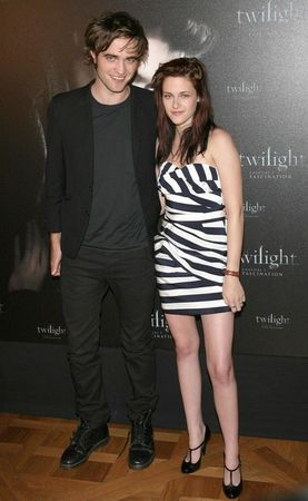 Twilight_Paris_Photocall_H3_MC5uyO_Il