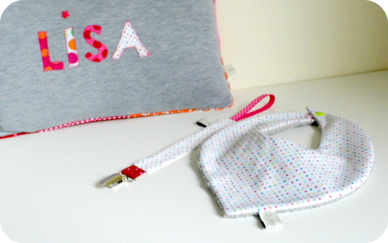 Kit naissance pour Lisa Coussin personnalisé bandana et attache tétine