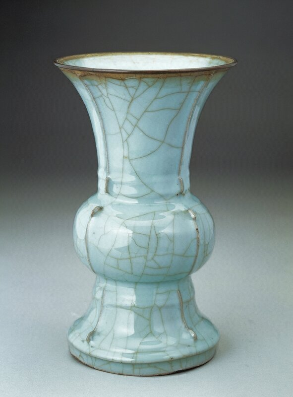 Celadon-glazed zun vessel, Guan ware, Southern Song dynasty, height 25