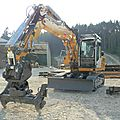 Liebherr r 900 pour la pose des voûtes de tunnel.