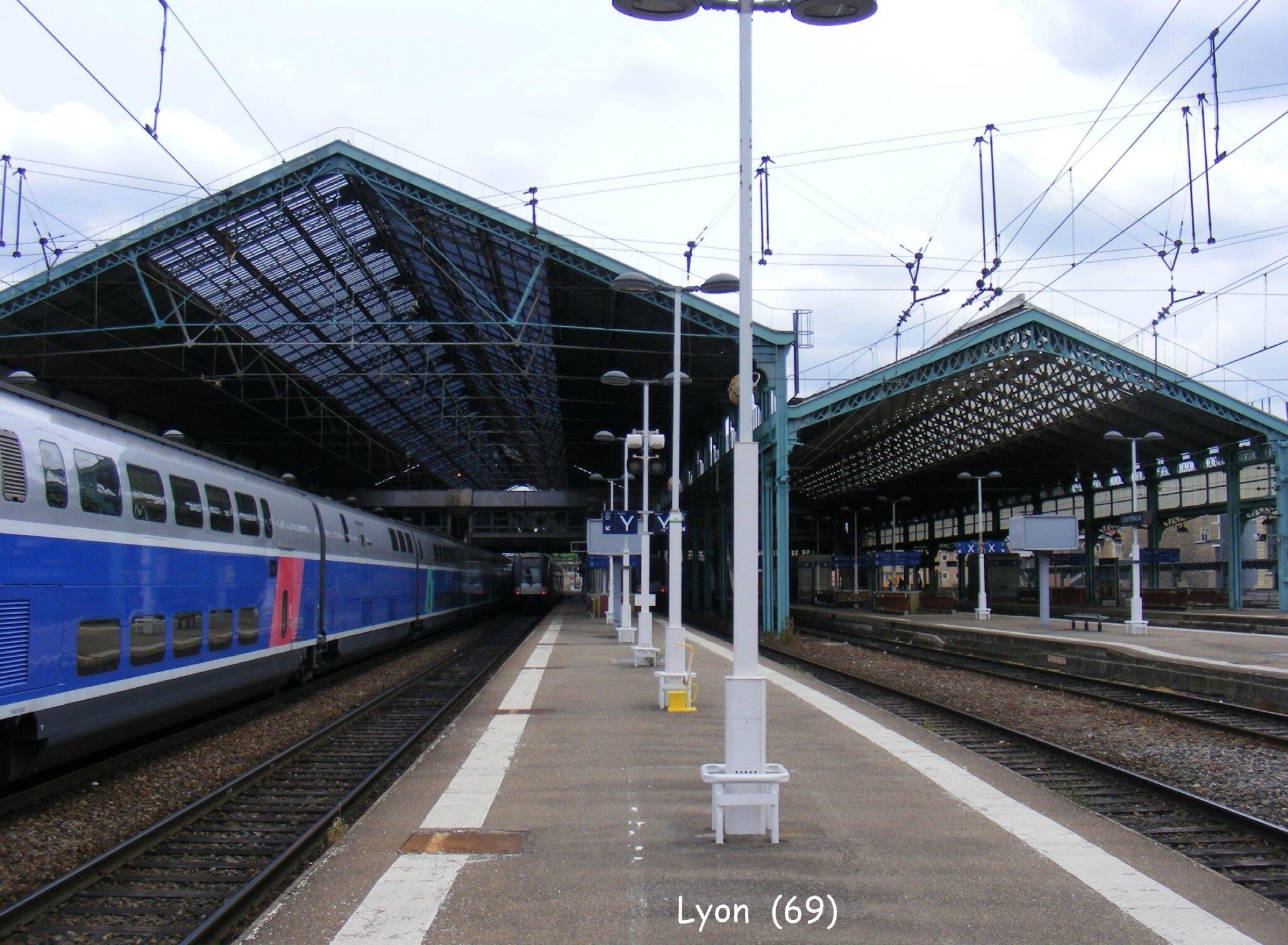 La Halle Voyageurs De Lyon Perrache 69 Les Gares De