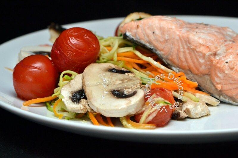 saumon, julienne courgette et carotte, tomate cerise