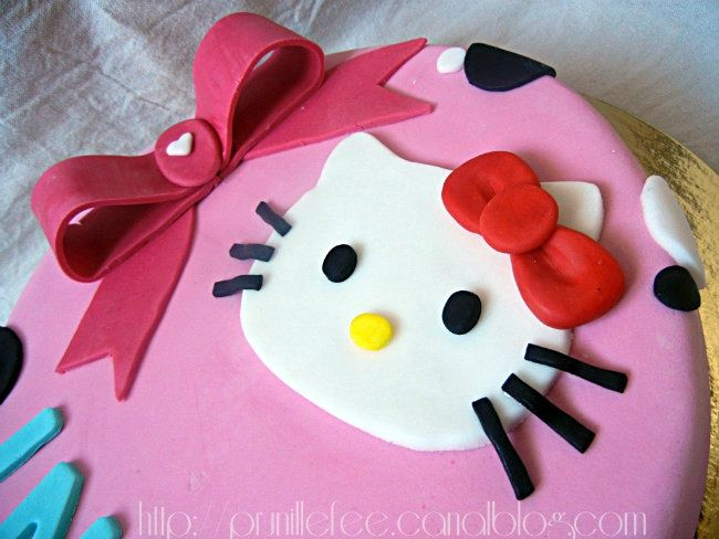 hello kitty cake and bow