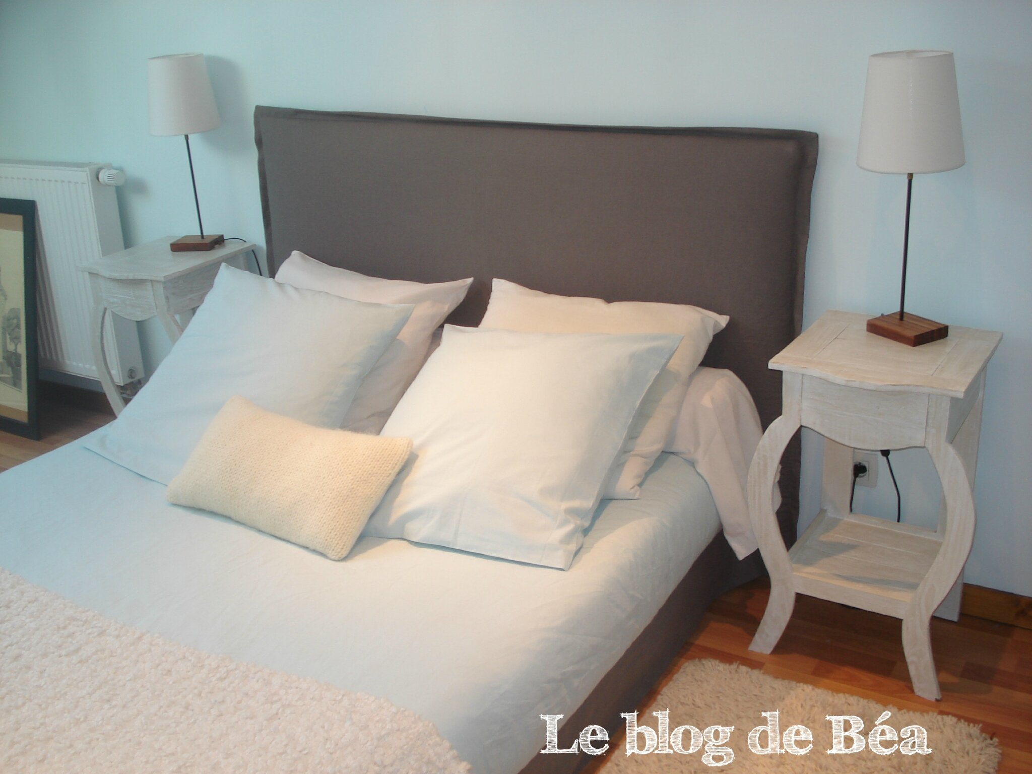 fabriquer t te de lit tag re table de lit. Black Bedroom Furniture Sets. Home Design Ideas