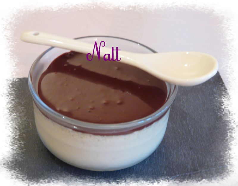 flans noix de coco et coulis au chocolat a table chez natt. Black Bedroom Furniture Sets. Home Design Ideas