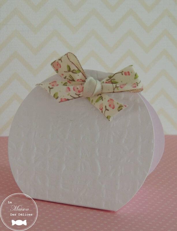 contenant classique blanc dragées thème baptême mariage fleuri ruban liberty rose shabby chic rétro vintage romantique