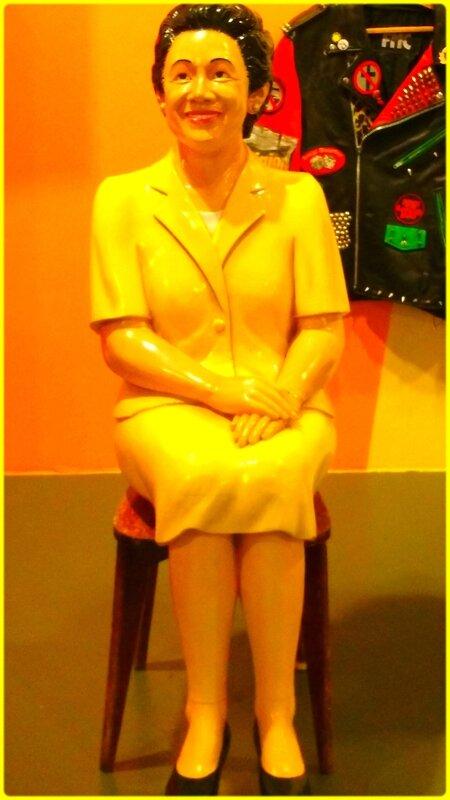 sculpture de femme assise (Exposition Hervé Di Rosa et les Arts modestes)