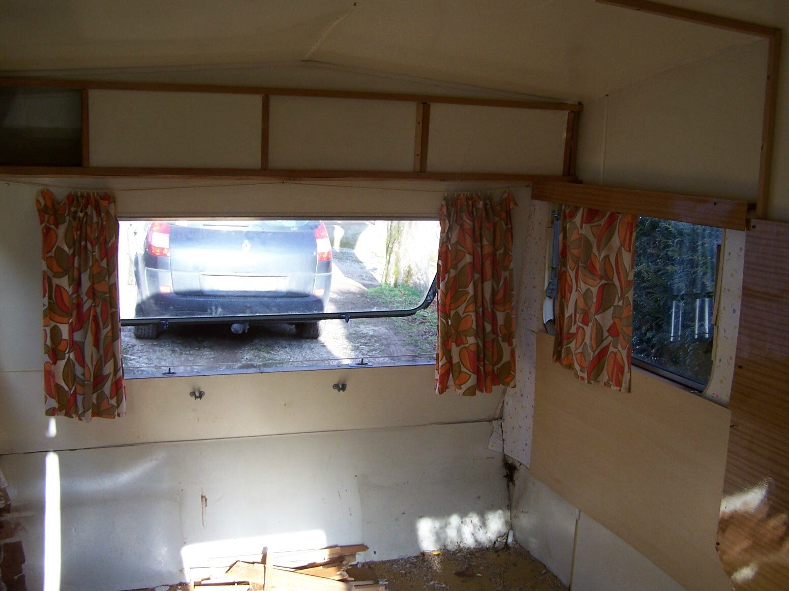Caravane gris comme un mouton mademoisellerecup for Caravane chambre 19 meubles
