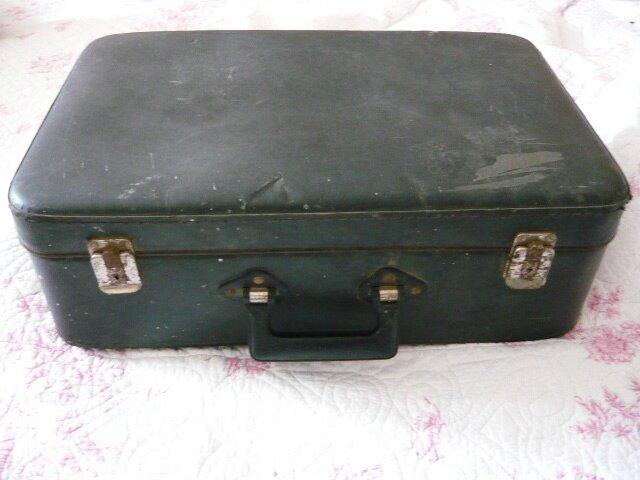 le th me voyage valise broderie gazette linge ancien antiquit mercerie d 39 autrefois. Black Bedroom Furniture Sets. Home Design Ideas