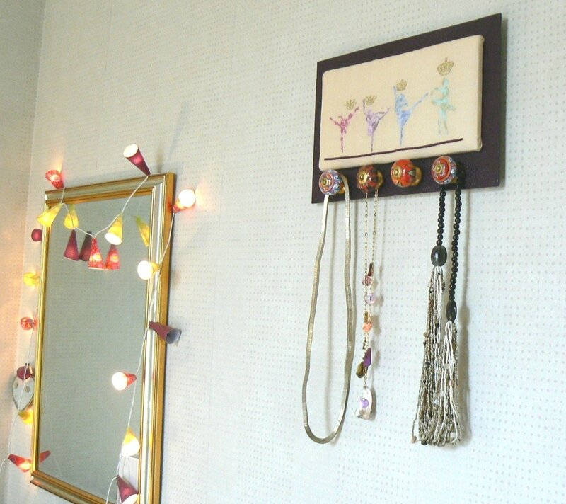 tableau danseuses mirroir et colliers