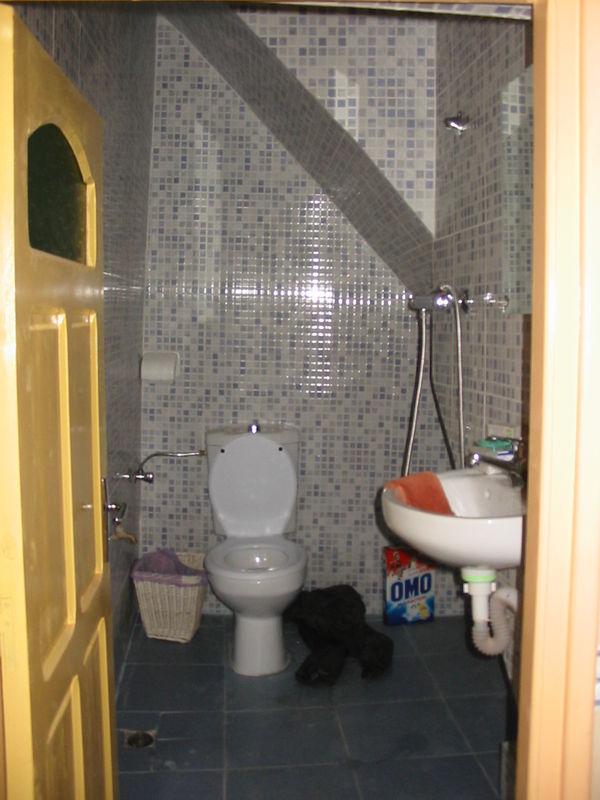 Salle de bains photo de maison aglou douar amaragh for Nettoyant salle de bain maison
