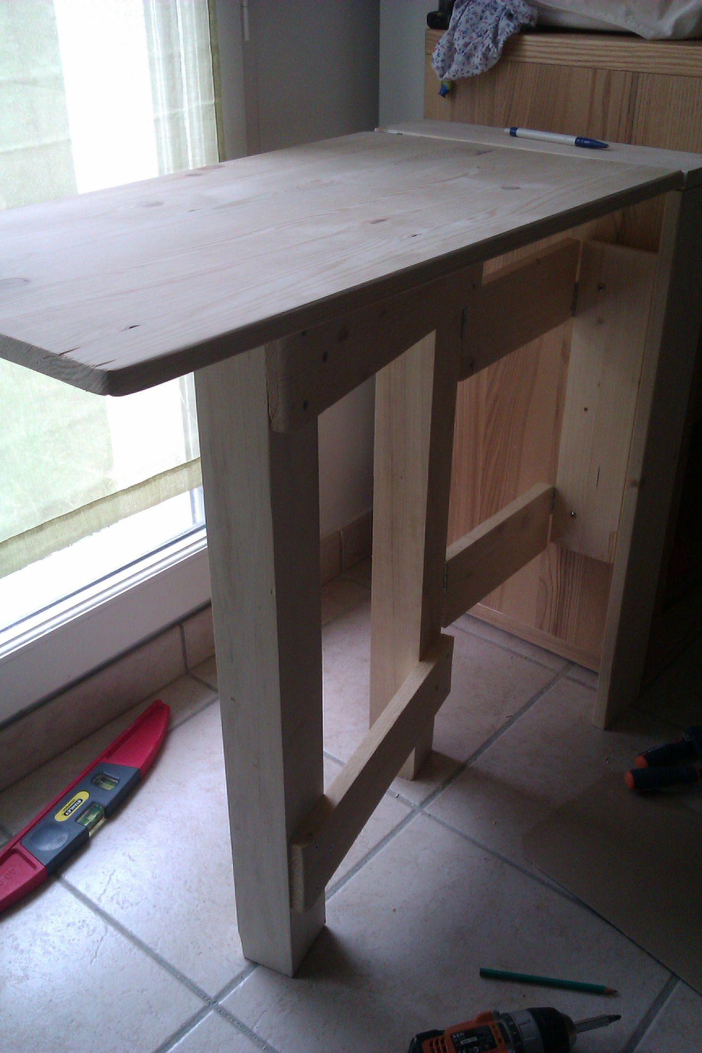 bureau escamotable bricolage meubles en bois. Black Bedroom Furniture Sets. Home Design Ideas