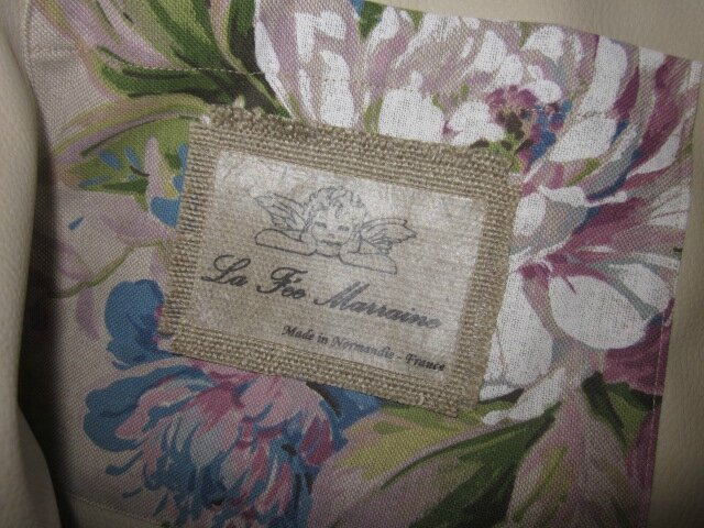 Sac cabas FELICIE n°8 en lin brut et lin et coton fleuri violet, poche et fond en simili cuir écru, étoiles en cuir violet, sangles militaire en cuir (3)