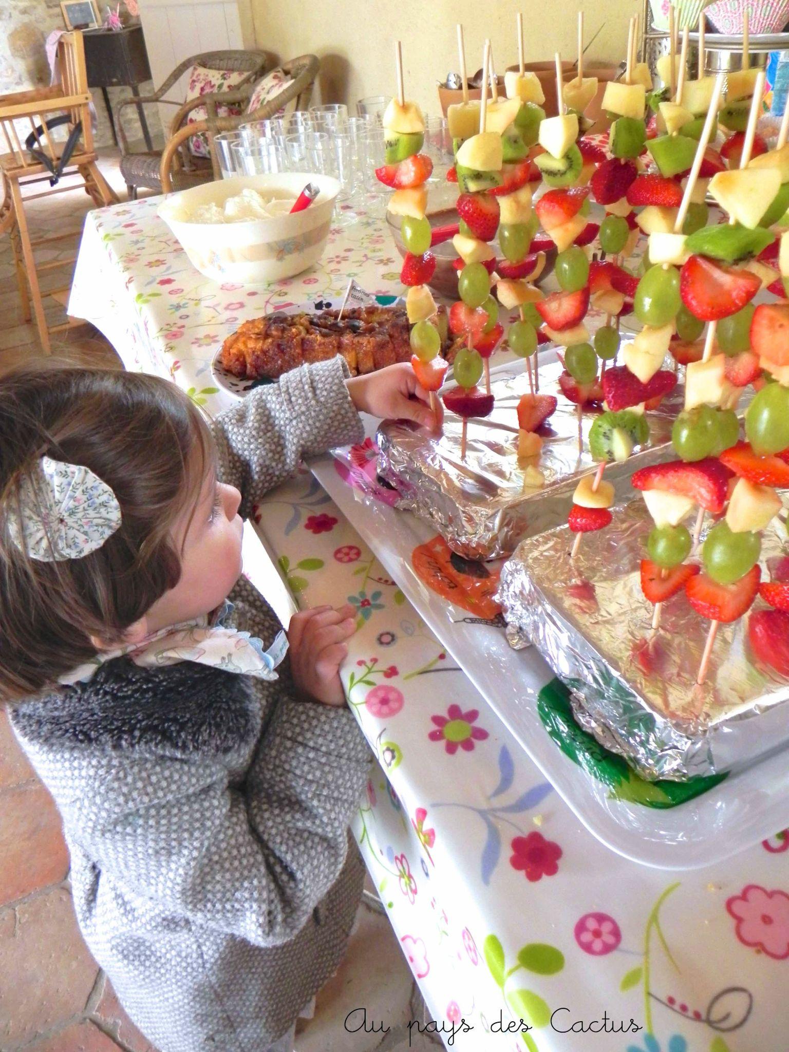 Decoration table buffet bapteme buffet design for Decoration table bapteme