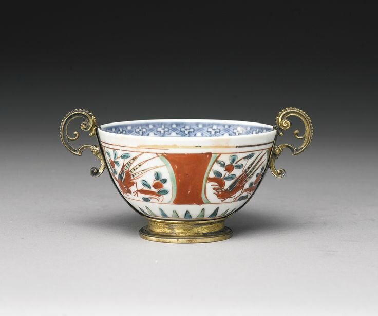 A rare and important wucai bowl with silver gilt mounts, Ming dynasty, Jiajing period