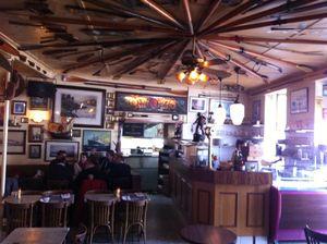 Café du Commerce Ambiance intérieure (2) J&W