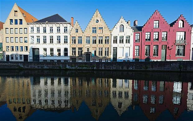 Canal_in_Bruges_2118350b