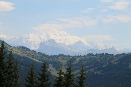 18 Isabelle, la chaîne des Alpes vue de la station Les Gets (Haute Savoie);