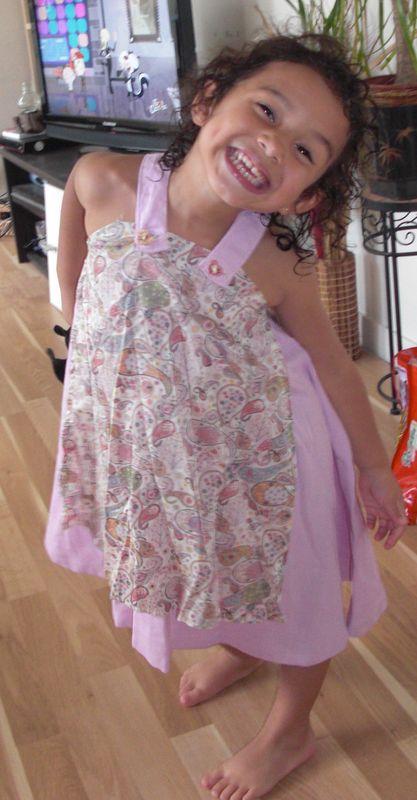 robe Studieuse de Her Little World sur Ily 4ans