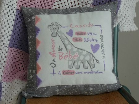 Cassidy - 2013-07-30 - coussin LLP la girafe (1)