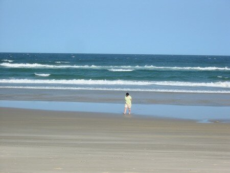Jeannette_alone_on_the_beach