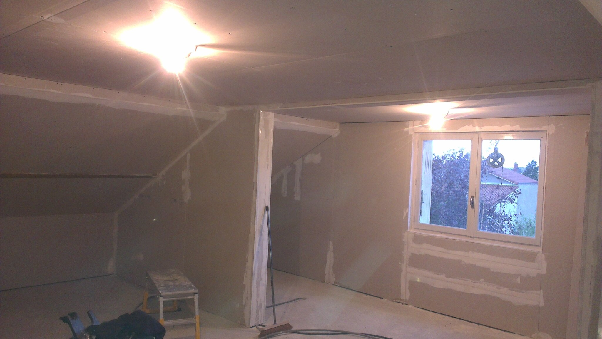 Isolation des combles en rampant sur plafond suspendu for Habillage faux plafond