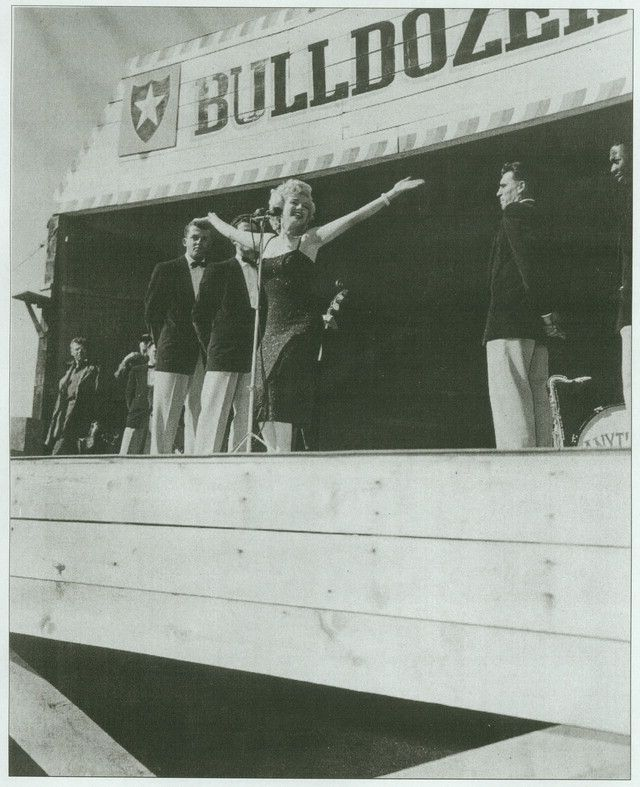 1954-02-18-korea-2nd_division-bulldozer_bowl-024-2