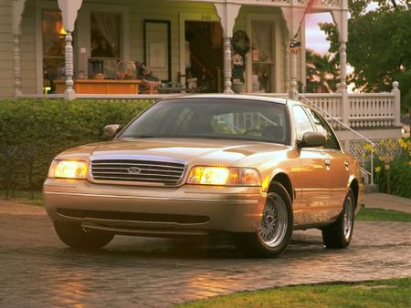 Ford_Crown_Victoria_LX_1999_002_16ACFCC5