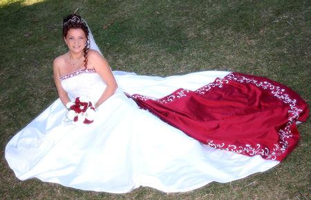 fabuleuse_robe_mariage_rouge_bijoux_volutes