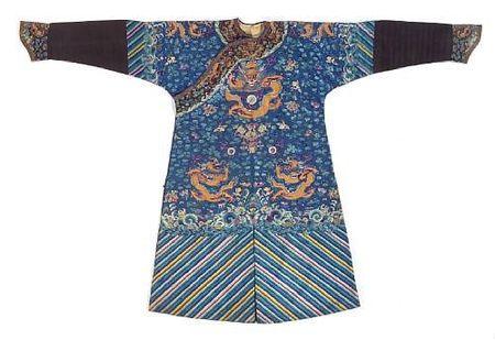 A_blue_silk_ground_embroidered_dragon_robe