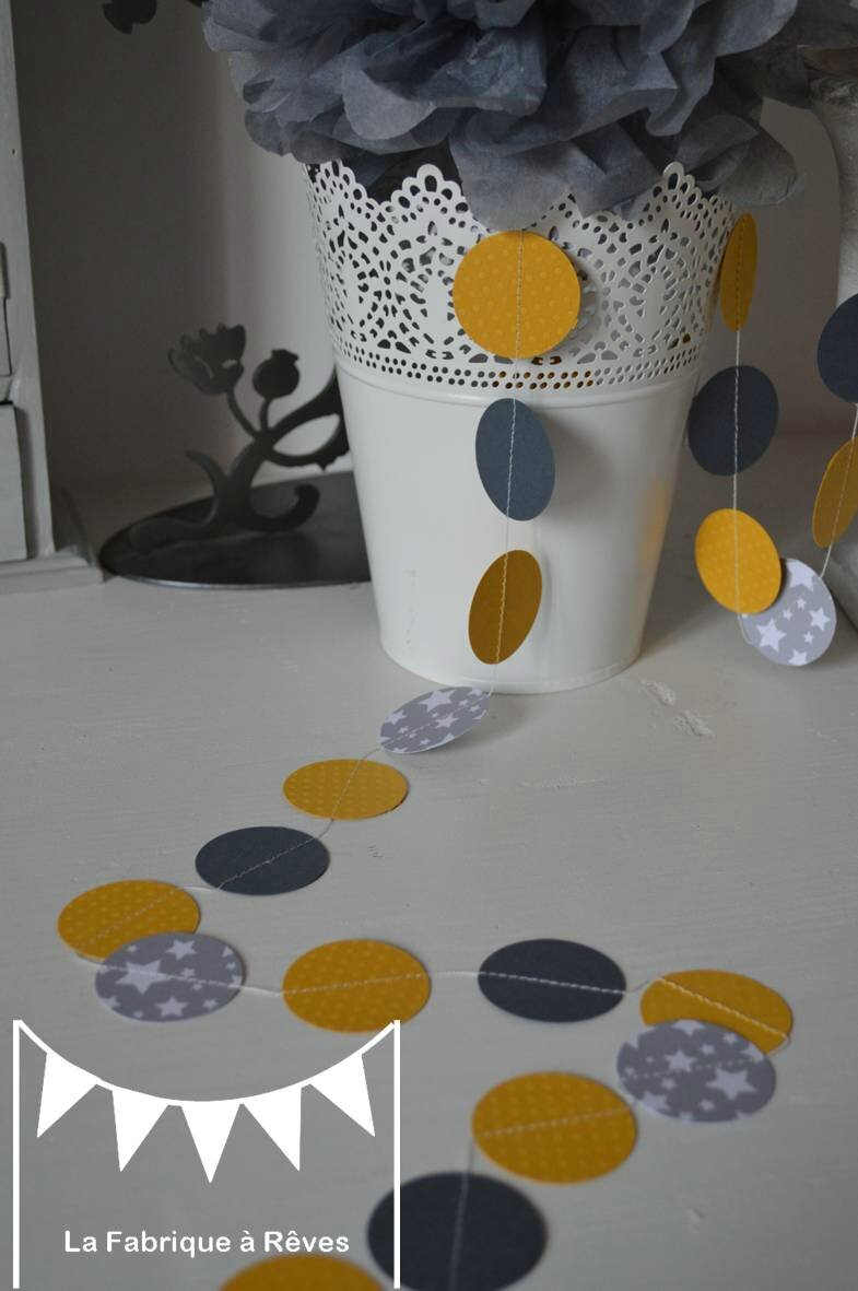 Guirlande pastille cousue rond papier carton gris jaune for Decoration jaune