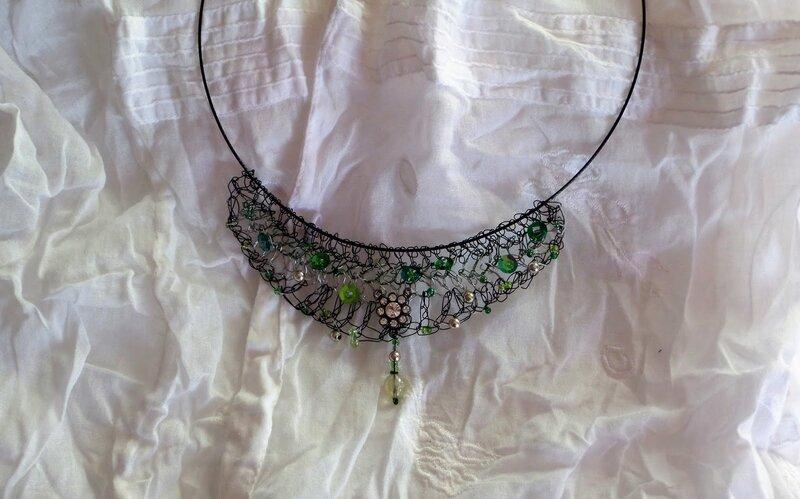 collier fil de fer crocheté (18).JPG