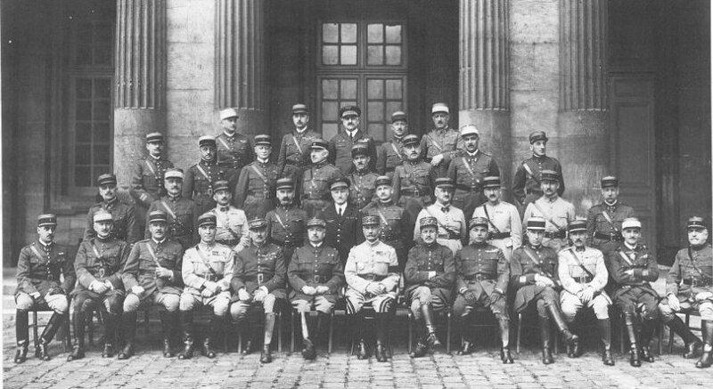 1918 02 10 Général Ragueneau assis 1931 7e à partir de la gauche