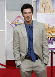 Hannah_Montana_Movie_Premiere_Hollywood_d7_e2NNIf8Vl_adam_gregory