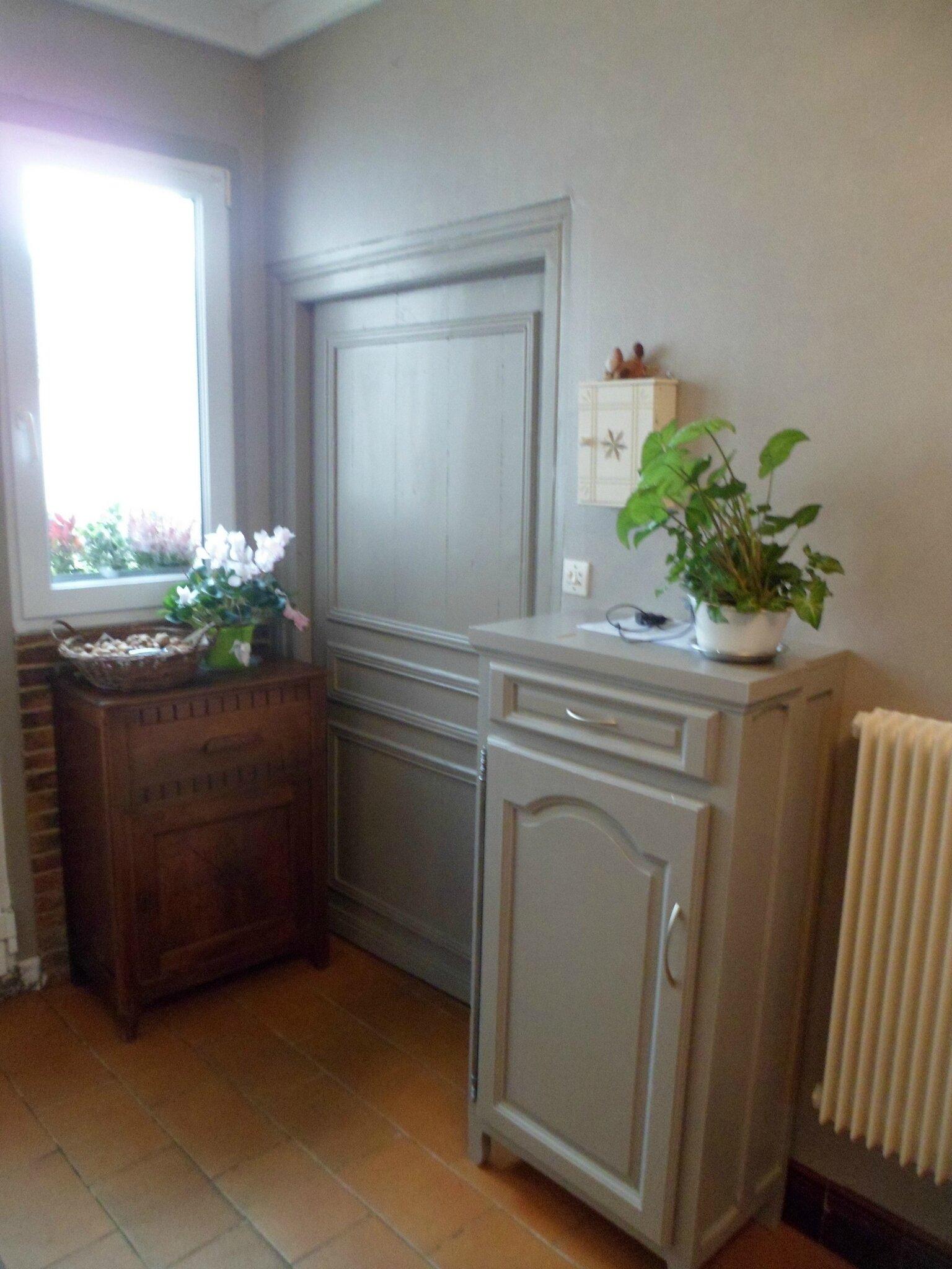 Cuisine gris de su de brosser blanc relook meubles62 for Teindre un meuble deja teint