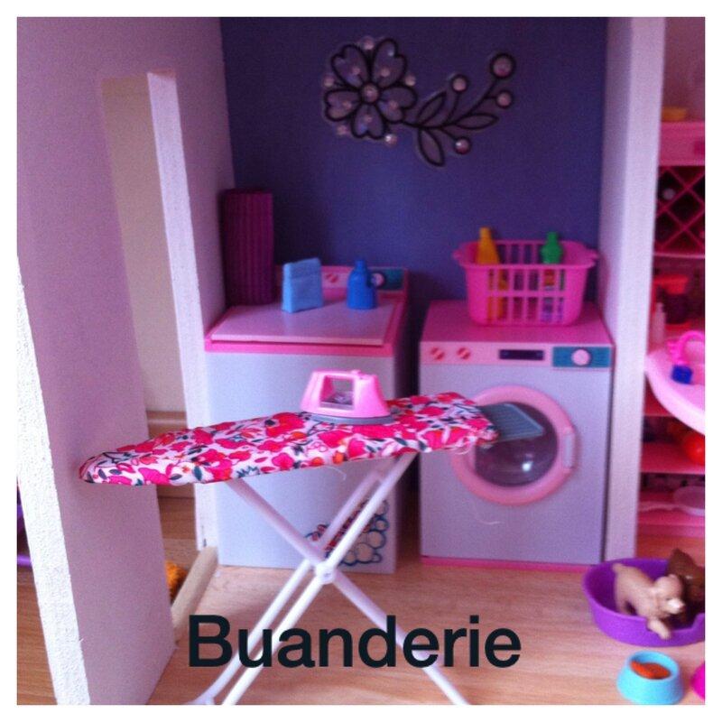 fabrication d 39 une maison de poup e mannequin des id es de maman. Black Bedroom Furniture Sets. Home Design Ideas
