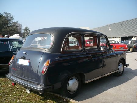LONDON TAXI INTERNATIONAL Carbodies Fairway Besançon (2)