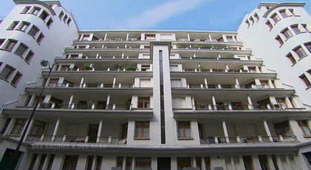 L immeuble et la piscine des amiraux type art nouveau for Piscine publique paris
