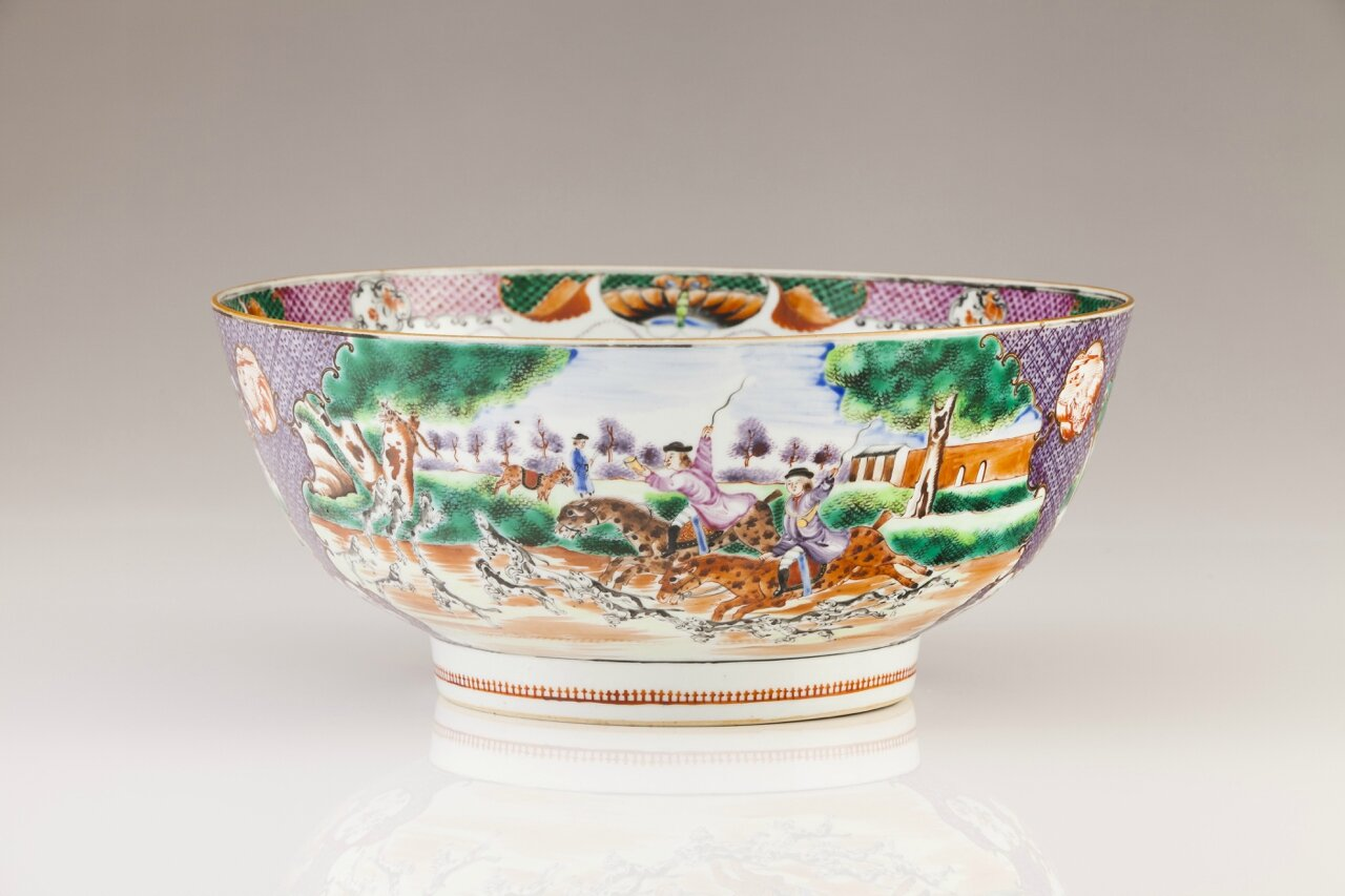 "An ""European Figures"" punch-bowl, Chinese export porcelain, Qianlong Period (1736-1795)"
