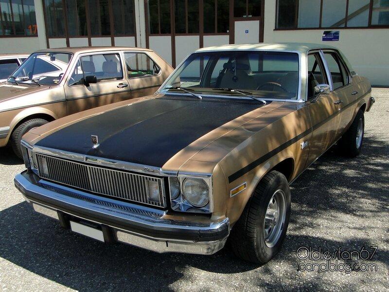 chevrolet-nova-concours-sedan-1977-01