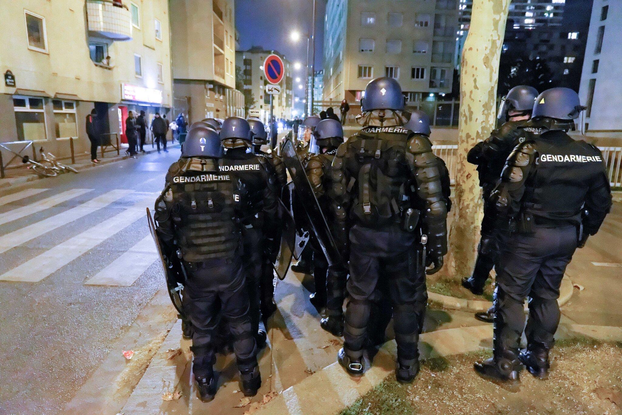 Un immeuble réquisitionné, expulsé par les forces de l'ordre. © Michel Stoupak. Sam 01.12.2012, 20:50.