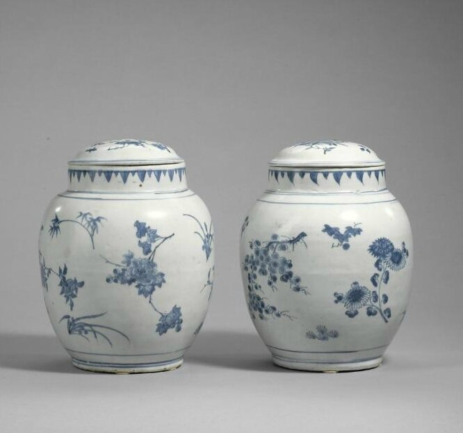 Two blue and white 'seed pod' jars and covers, Transitional period, circa 1640